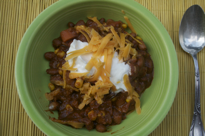 Post image for Hearty Red Pepper and Corn Vegetarian Chili made with Homemade Chili Powder